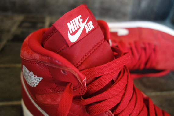 air-jordan-1-retro-high-og-gym-red-555088-601-07-570x379