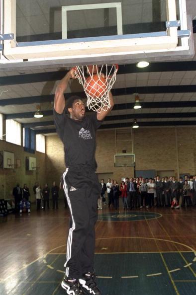 Kobe Bryant dunking
