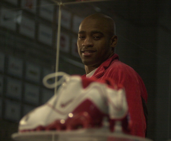 VINCE CARTER NIKE SHOE - 11/14/02 - Vinc Carter unveils the world's gretest basketball shoe, Nike Sh