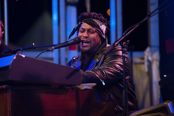 "... Tell Me If You Still Care"" – D'Angelo [Live Brooklyn Bowl Video"