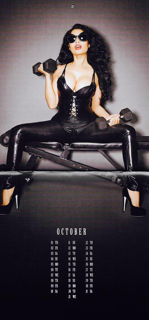 Nicki-Minaj-Calendar-11