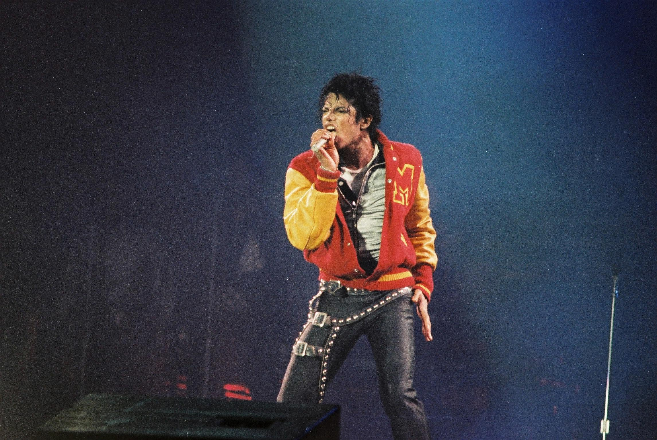 Michael Jackson Performs At Wembley