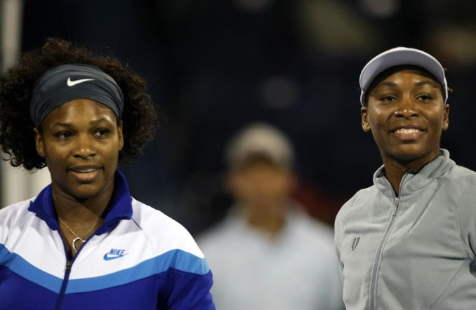 Venus (R) and Serena (L) pose before the