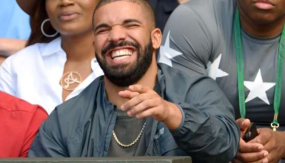 """Drake Laughs At Fan Yelling """"You Ain't Meek Mill!"""" During Clippers-Thunder Game"""