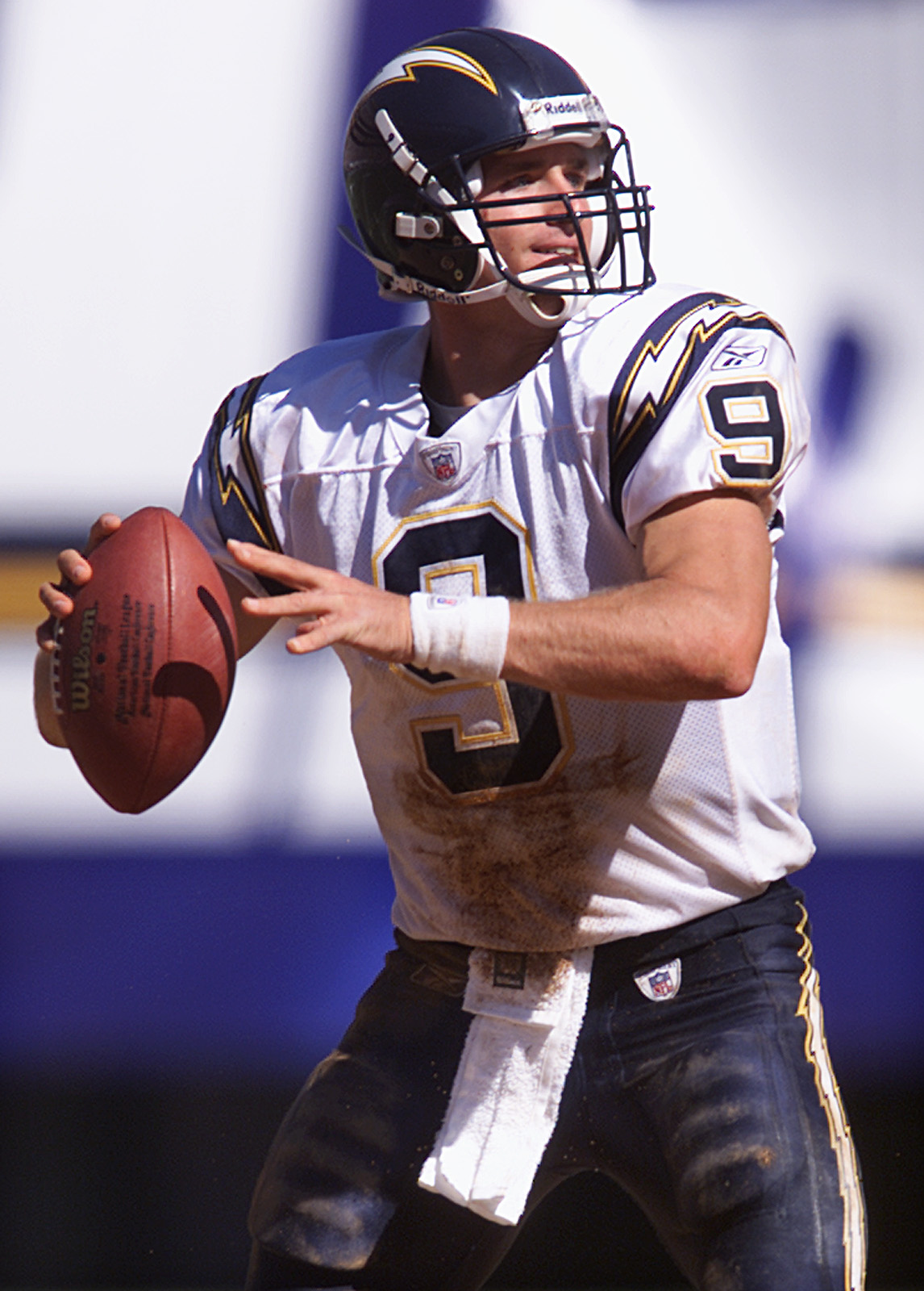 052782.SP.0915.chargers3.VC San Diego Charger quarterback Drew Brees looks down field for a receiver