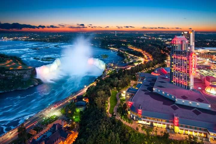 Night lights Niagara falls