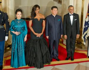 Chinese President Xi Jinping's wife Peng Liyuan, first lady Michelle Obama, Chinese President Xi Jinping and President Barack Obama pose for a formal photo prior to a state dinner at the White House September 25, 2015 in Washington, DC