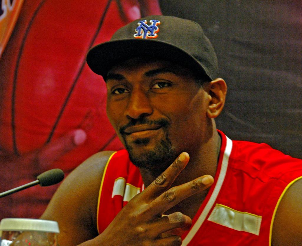 Ron Artest Meets Fans In Wuhan